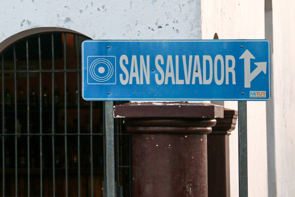 """Blue sign with arrows and the name """"San Salvador"""""""